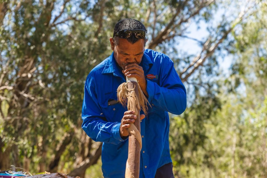 Rodney playing didgeridoo on Yagurli Tours